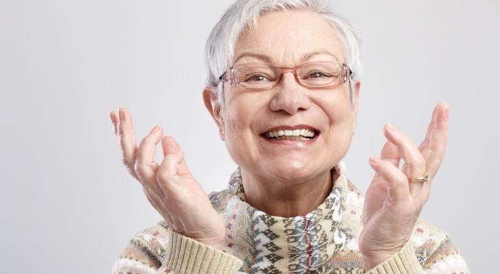 Oudere dame met gezonde mond